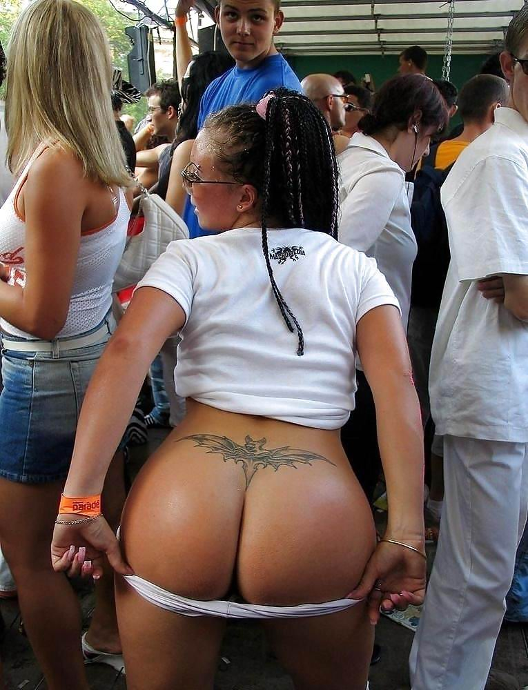 Chubby black ass in public