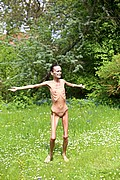 anorexic_model_poses_nude_for_the_camera07.jpg