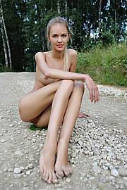 extremely-anorexic-nude-girls11.jpg